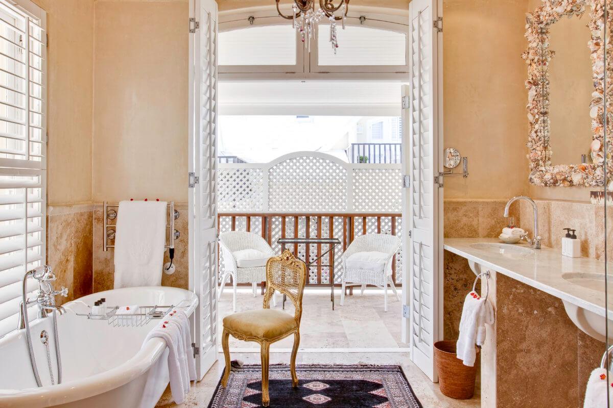 room-7-bathroom-luxury-accommodation-hermanus-1200x800