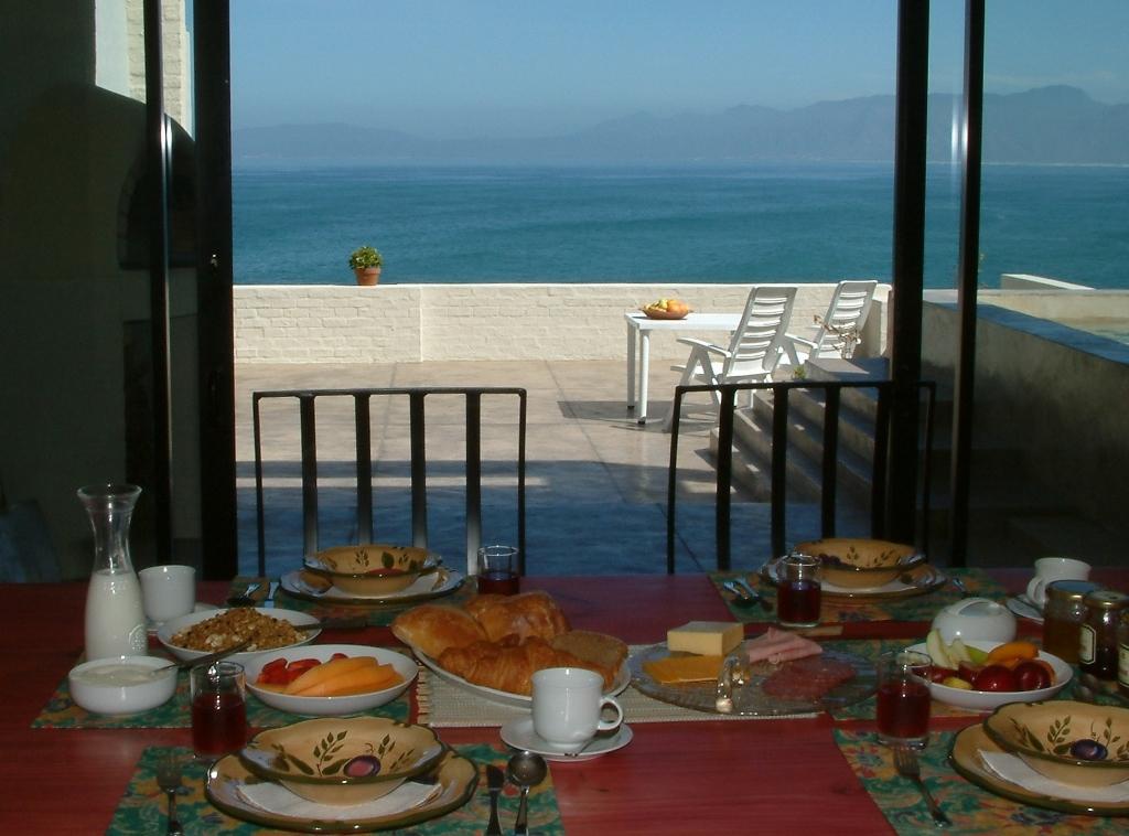 Breakfast-table-1024x758
