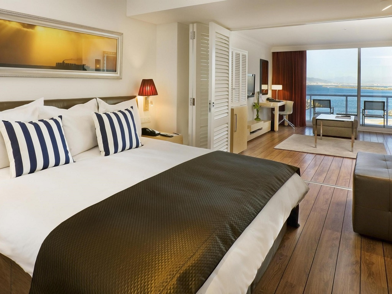 business-class-sea-facing-room